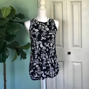 Old Navy Tunic Tack Black and White Floral